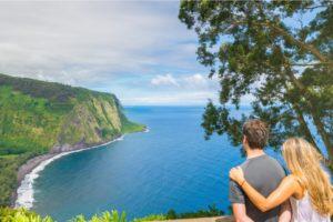 pareja de luna de miel en hawaii